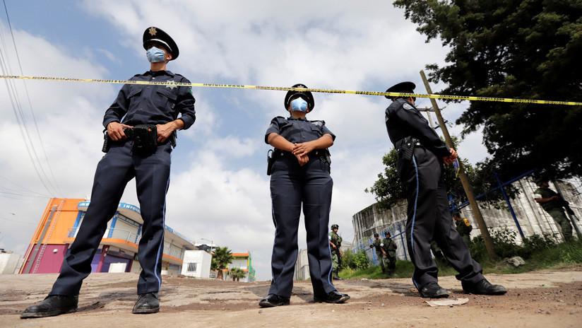 México: 350 personas linchan a siete presuntos secuestradores y cuelgan sus cadáveres en un árbol