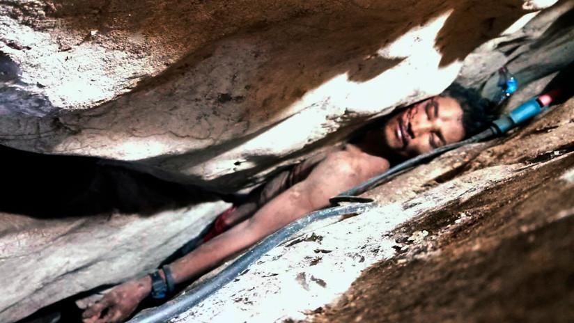 Rescatan en Camboya a un hombre que quedó aprisionado cuatro días entre dos rocas (FOTO)