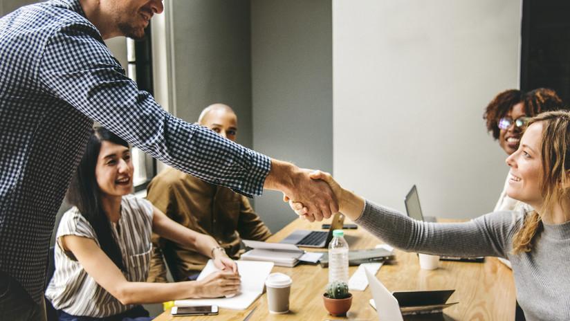 Una demanda desafía la primera ley en EE.UU. que exige a las empresas incluir mujeres en sus juntas