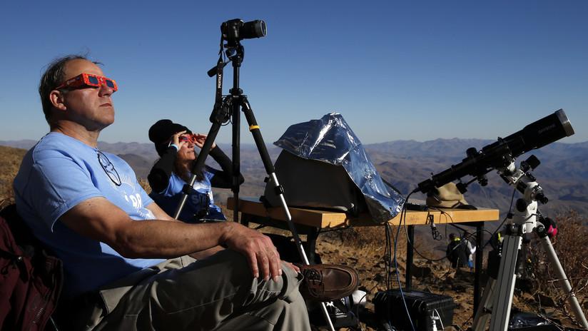 FOTO: Un fotógrafo se preparó durante dos años para tomar la imagen perfecta de un eclipse solar en Chile
