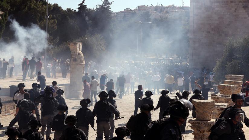 VIDEO: La Policía lanza gases lacrimógenos en enfrentamientos con fieles musulmanes en Jerusalén