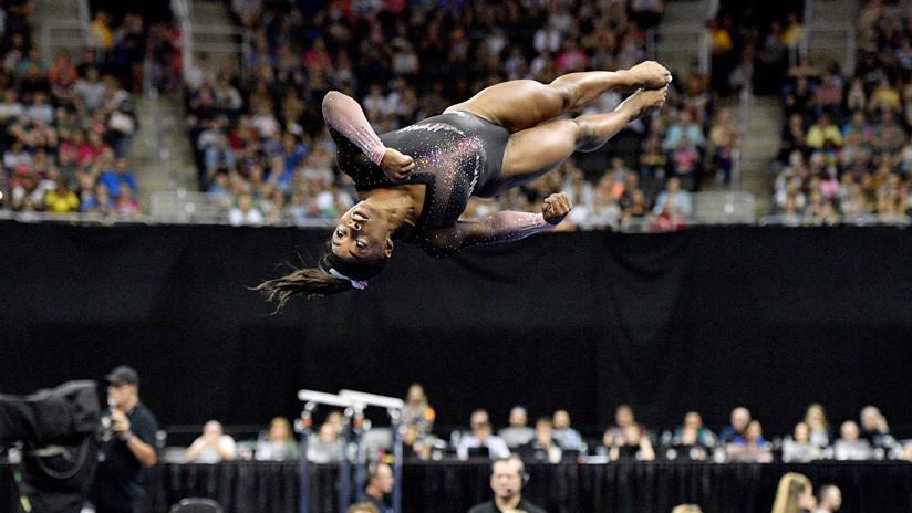 VIDEO: La gimnasta estadounidense Simone Biles hace historia con un impresionante salto que desafía a la física