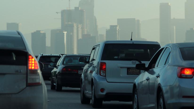 VIDEO: Un conductor inventa un 'hackeo' para evitar el tráfico en las carreteras de Los Ángeles