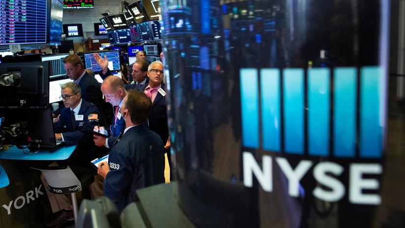 El Dow Jones pierde casi 400 puntos ante temores por la guerra comercial y los eventos en Hong Kong