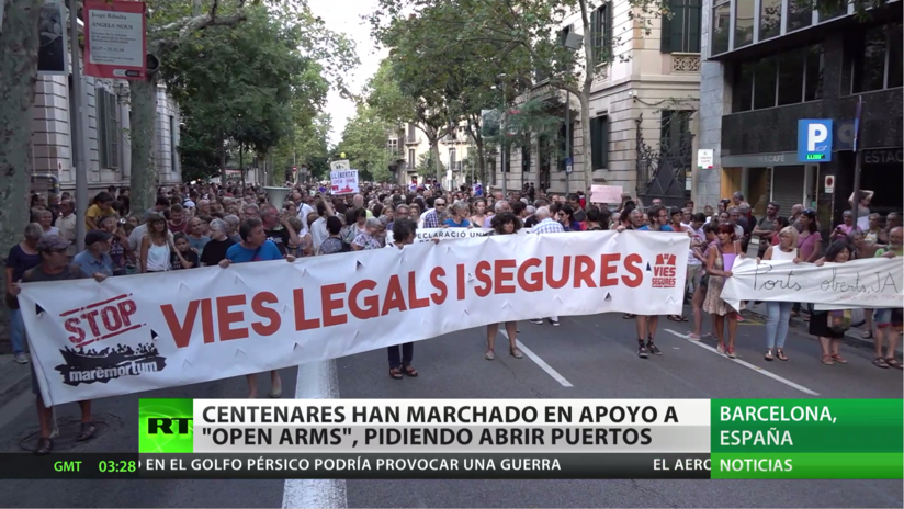 En Barcelona centenares de activistas marchan en apoyo al barco Open Arms pidiendo abrir puertos