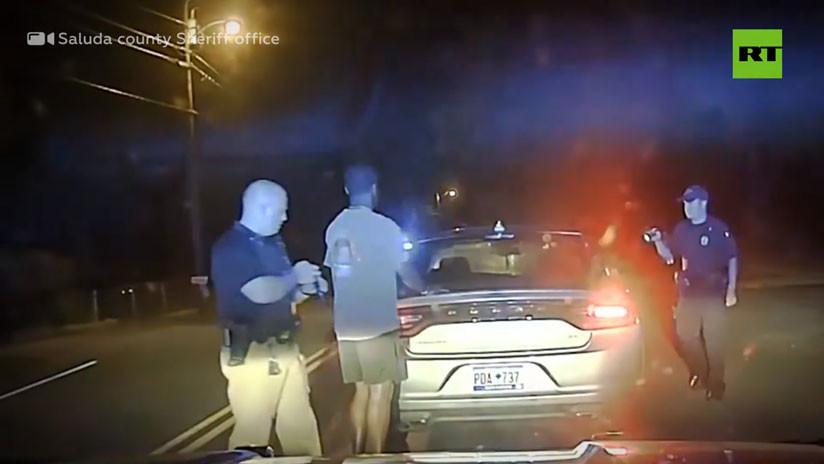 VIDEO: Policías de EE.UU. arrestan a un deportista afroamericano tras confundir excremento de pájaro con cocaína