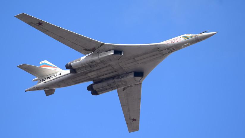 Dos bombarderos supersónicos Tu-160 rusos vuelan hacia un aeródromo cerca de la frontera marítima con EE.UU.