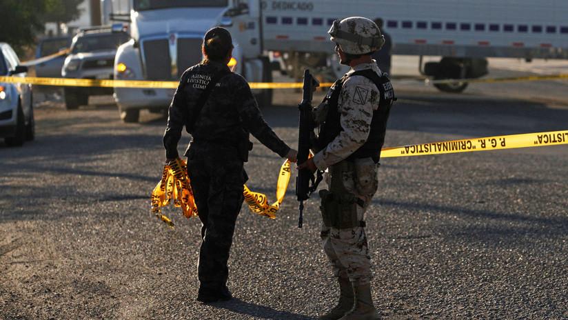 Vocalista de una banda de narcocorridos es asesinado frente a su familia en México