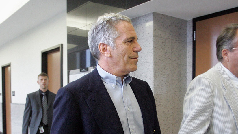 Reportan que la autopsia del financiero Jeffrey Epstein reveló fracturas en el cuello