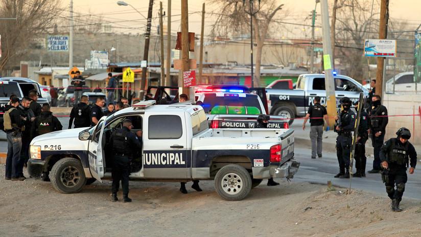VIDEO: Un hombre que mira tranquilamente un tiroteo en Ciudad de México causa sensación en redes