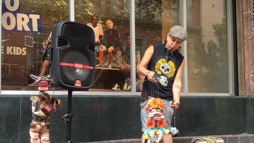 El antropólogo que decidió llevar la tradición mexicana a las calles con marionetas