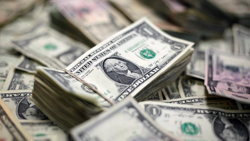 Cae 7 % el riesgo país en Argentina y el dólar baja 2 % para venderse en 57,50 pesos