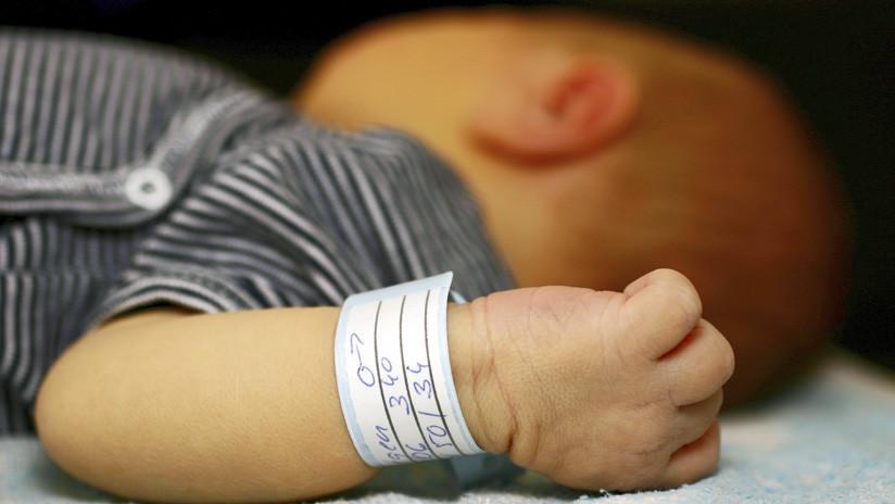 Una pareja que fingió el nacimiento y muerte de su bebé para recibir donaciones enfrenta cargos por robo en EE.UU.