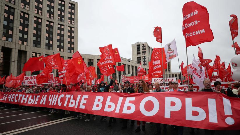 Miles de personas participan en una manifestación en Moscú pidiendo elecciones locales limpias