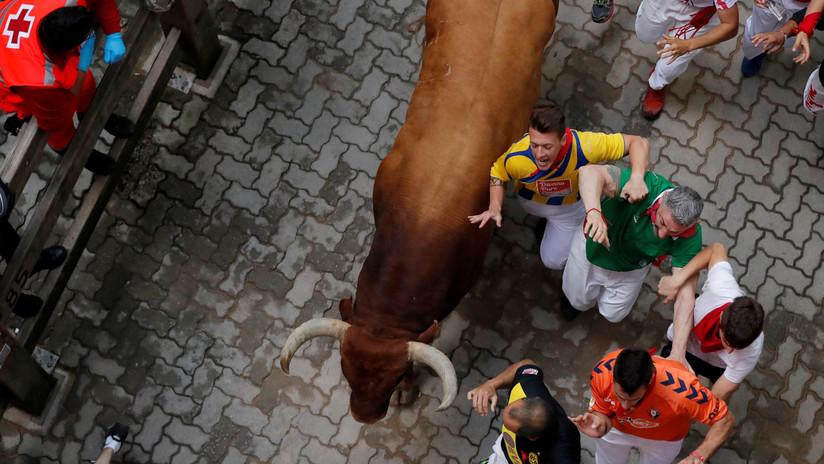 VIDEO: Un joven recibe cornadas en el abdomen y el muslo en un encierro en España