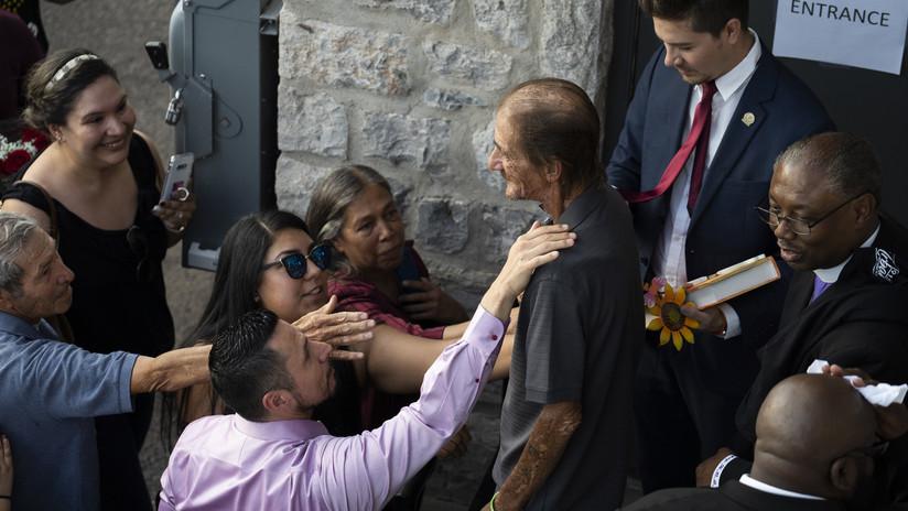 Miles de desconocidos acompañan al viudo de una víctima de El Paso luego de que la funeraria revelara que no tenía más familia