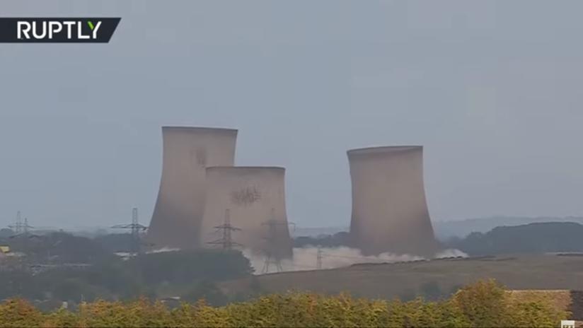 VIDEO: La demolición de las torres de enfriamiento de una central eléctrica deja a miles de hogares sin luz en el Reino Unido