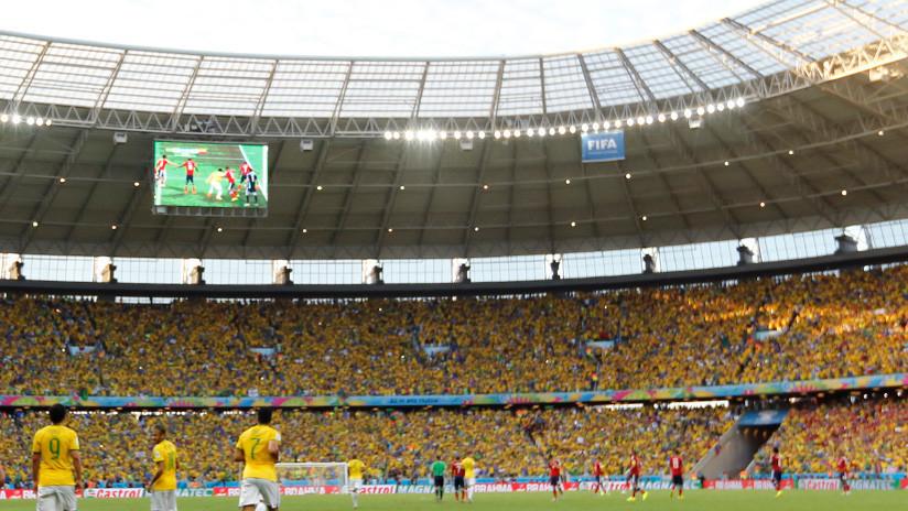 VIDEO: Una invasión de abejas retrasa 19 minutos un partido de fútbol en Brasil