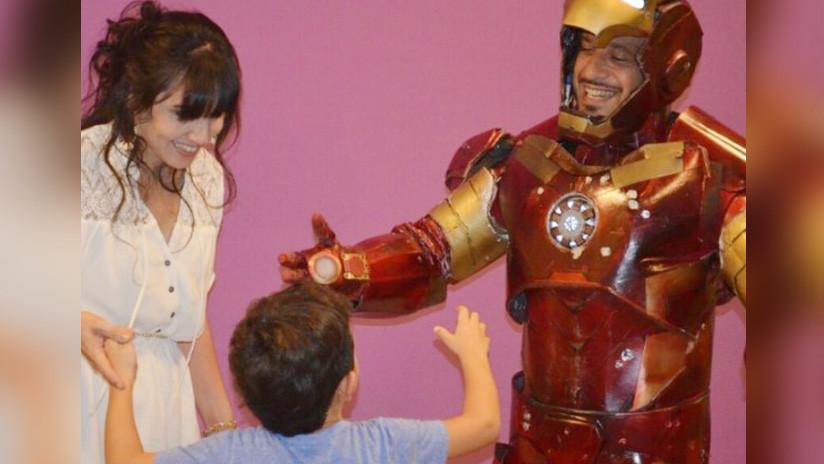 La asombrosa historia del 'Iron Man' argentino que recorre hospitales para ayudar a los niños