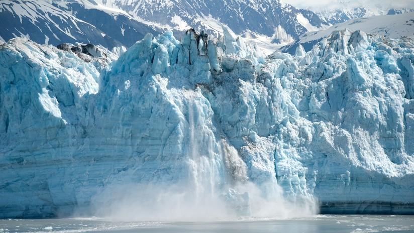 VIDEO: Kayakistas captan de cerca el sorprendente y peligroso colapso de un glaciar en Alaska