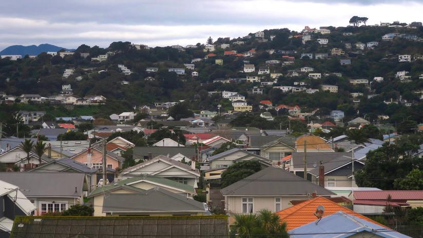 """""""Perturbadora"""": La mano de 5 metros con cara humana que asusta a Nueva Zelanda (FOTOS)"""