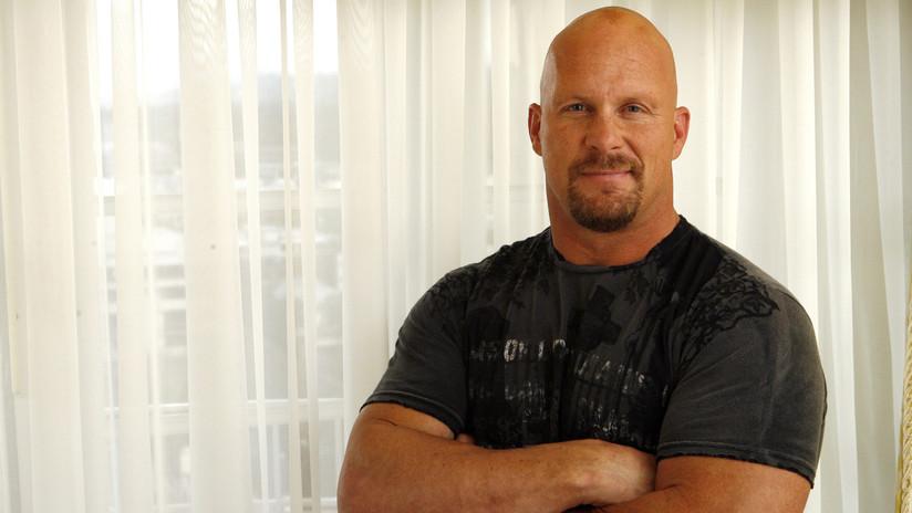 """""""Algo se me salió por abajo"""": La leyenda de la WWE 'Stone Cold' revela el 'tropiezo' más incómodo de su carrera"""