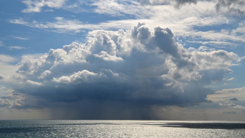 VIDEO, FOTOS: Aparece una enorme 'nube de hongo' sobre el lago Balatón en Hungría