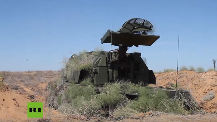 VIDEO: Sistemas antiaéreos S-300 ensayan cómo repeler un 'ataque masivo con misiles' en Rusia