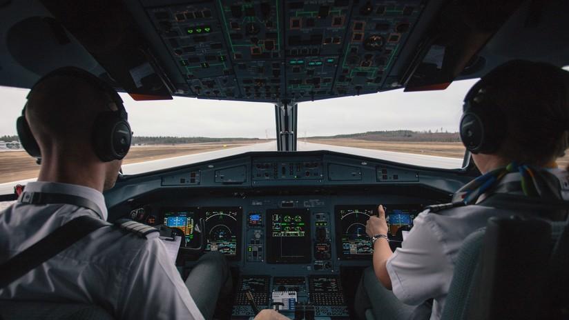 """""""Probablemente me suicidaré"""": Suspenden a un piloto de easyJet por sus alarmantes mensajes en WhatsApp"""