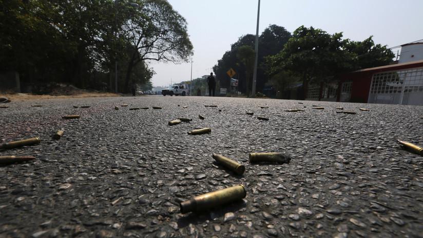 VIDEO: Una cámara de seguridad capta la ejecución de un hombre en una gasolinera mexicana a plena luz del día