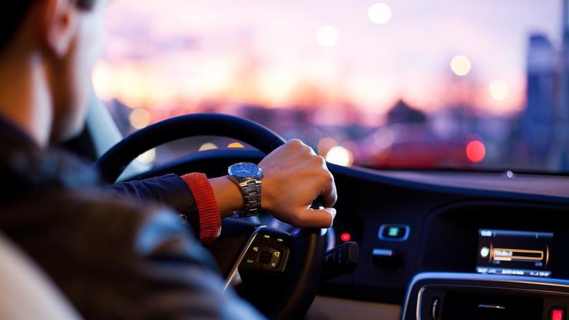 VIDEO: Sorprenden durmiendo al conductor de un Tesla que circulaba a alta velocidad por una autopista de EE.UU.