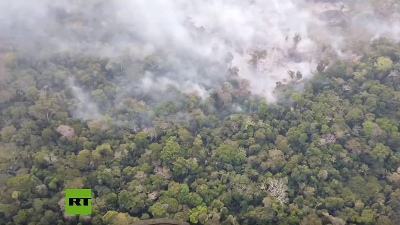 VIDEOS: Humo denso y bosques en llamas a vista de pájaro sobre la Amazonia brasileña