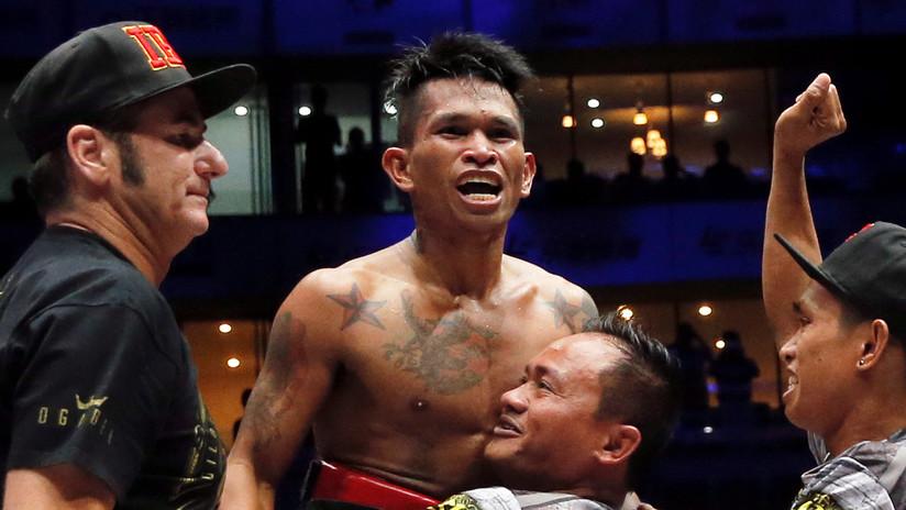 VIDEO: Boxeador filipino deja K.O. a su rival mexicano con un derechazo que le vuela el protector bucal