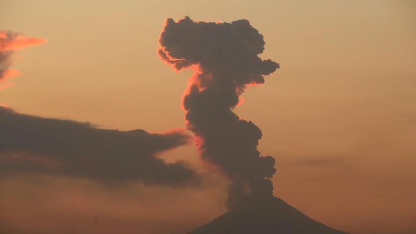 VIDEO: El volcán mexicano Popocatépetl registra una explosión y expele una columna de ceniza de 1,5 kilómetros