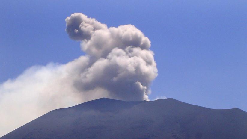 Un volcán en el centro de Japón entra en erupción por segunda vez en el mes