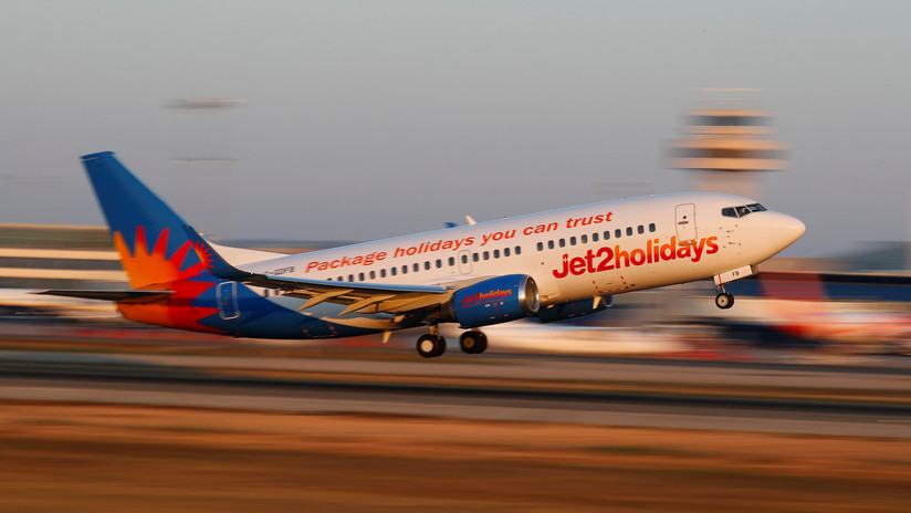 Un piloto de Jet2 se desmaya en pleno vuelo y el avión aterriza con ayuda de un pasajero que resultó ser un piloto de vacaciones