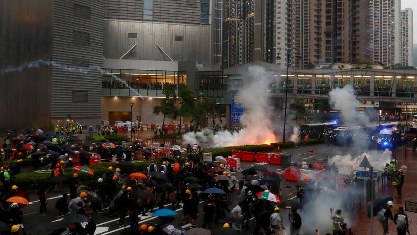 """Pekín expresa su """"fuerte insatisfacción"""" con la declaración del G7 sobre Hong Kong"""