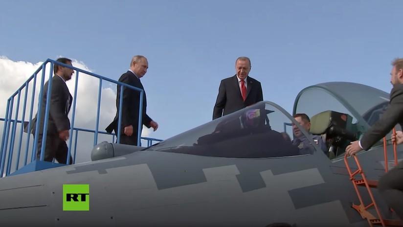 """""""Lo puede comprar"""": Putin muestra a Erdogan el avanzado caza ruso Su-57 (VIDEO)"""