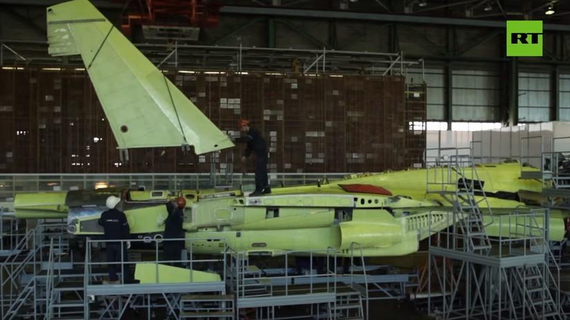 VIDEO: El ensamblaje de cazas rusos Su-35 en una planta en Lejano Oriente