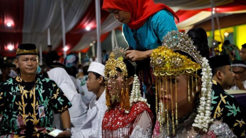 Un indonesio se casa con dos mujeres y les ofrece una dote increíble (VIDEO)