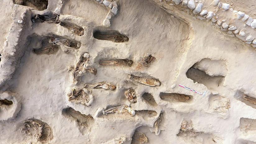"""FOTOS: Hallan en Perú los restos de 227 niños que fueron sacrificados mirando hacia el mar para """"apaciguar"""" la ira de la naturaleza"""
