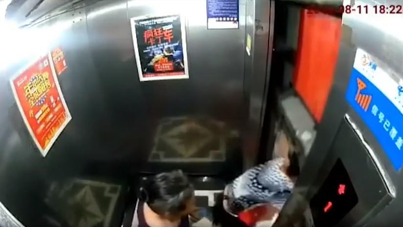 VIDEO: Una mujer se salva por un pelo de ser aplastada por un ascensor descompuesto