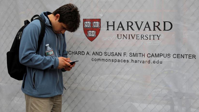 EE.UU. niega la entrada al país a un estudiante de origen palestino de Harvard por las publicaciones antiamericanas de sus amigos en línea