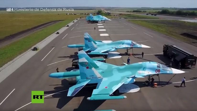 VIDEO: Cazabombarderos supersónicos Su-34 y aviones de transporte An-26 aterrizan en carreteras de Rusia