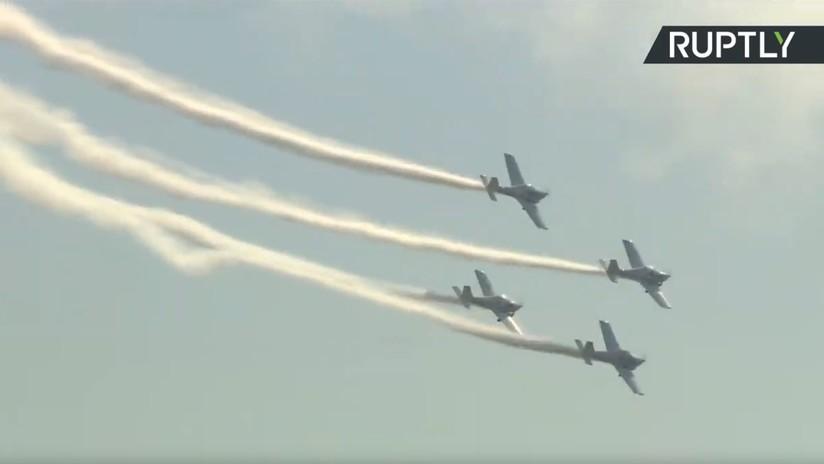 VIDEO: Aviones muestran acrobacias aéreas durante el salón MAKS en Moscú