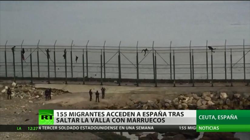 155 migrantes penetran en España tras saltar la valla de Ceuta
