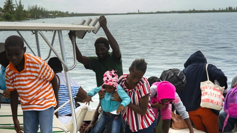 """Evacuan a residentes de algunas regiones de Bahamas ante la llegada del """"extremadamente peligroso"""" huracán Dorian"""