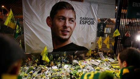 Homenajes dejados fuera del Stade de la Beaujoire - Louis Fonteneau, en memoria de Emiliano Sala, Nantes, Francia, 30 de enero de 2019.
