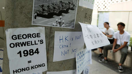 Mensajes referentes a las protestas de Tiananmén de 1989 en una pared en Hong Kong, China, el 15 de junio de 2019.