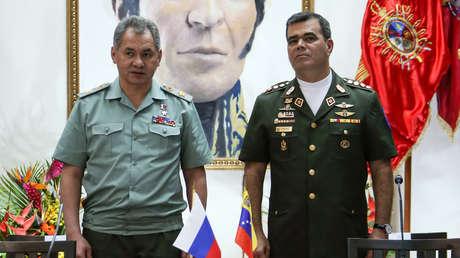 El ministro de Defensa de Rusia, Serguéi Shoigú, y su homólogo venezolano, Vladimir Padrino López, durante una reunión en Moscú (Rusia), 15 de agosto de 2019.
